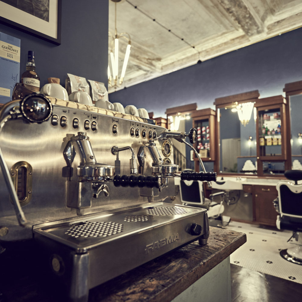 Barber House Espressomaschine ein echtes Herrengut Hamburg Hamburgerhafen Barbershop